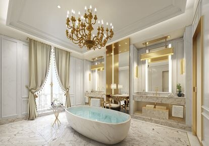 Las lámparas de araña recién restauradas, los macizos cortinajes y los colores blanco y dorado, presentes también en los espaciosos baños, nos devuelven una idea atemporal y reconfortante del lujo.