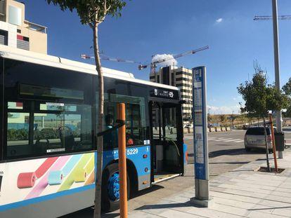 El servicio especial de autobuses a su paso por El Cañaveral.