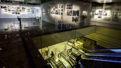 Exposición sobre la lucha de la AVM3J en el metro de Valencia.