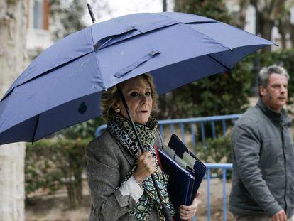 La expresidenta madrileña y exdirigente del PP de Madrid Esperanza Aguirre a su llegada este viernes a la Audiencia Nacional.