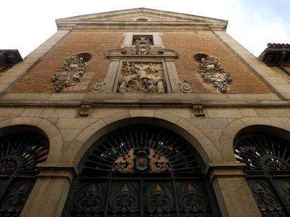 Fachada de la iglesia del convento de las Trinitarias Descalzas en la calle Lope de Vega, Madrid, bajo cuyo suelo se buscan los restos de Miguel de Cervantes