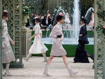 Desfile de Chanel en el Grand Palais de París, este martes.