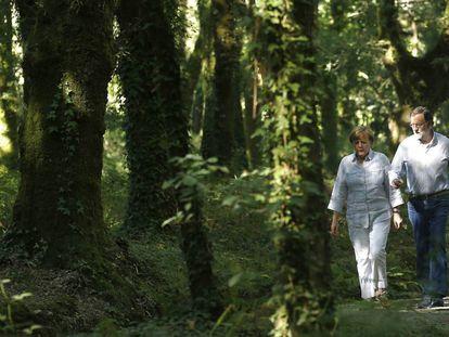 Mariano Rajoy recorre un tramo del Camino de Santiago con la canciller alemana Angela Merkel, en 2014.