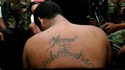 Un miembro de la Mara Salvatrucha, detenido en Guatemala en 2005.