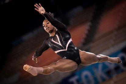 La gimnasta estadounidense Simone Biles practica un salto en el entrenamiento en el Centro de Gimnasia Ariake en Tokio este jueves 22 de julio, día previo al inicio de los Juegos Olímpicos 2020.