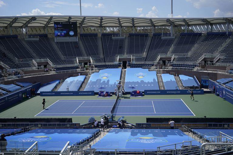 Panorámica de la pista durante el partido entre Serena Williams y Arantxa Rus en Nueva York.