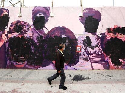 Así ha amanecido el mural feminista de Ciudad Lineal el 8-M.