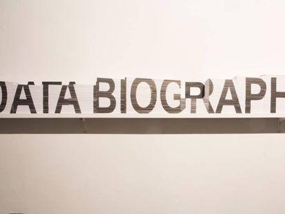 La instalación 'Data Biography' de Clara Boj y Diego Díaz, en el Arts Santa Mònica.