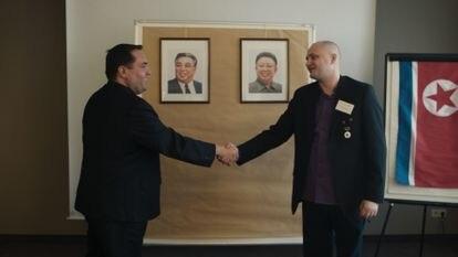 Alejandro Cao de Benós con el topo, Ulrich Larsen, en uno de sus encuentros en el documental 'El infiltrado'.
