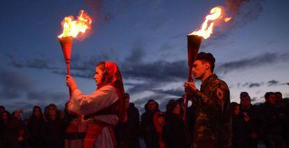 Albaneses de Kosovo conmemoran el 20º aniversario de la matanza de un líder militar, el pasado 7 de marzo en Prekaz.