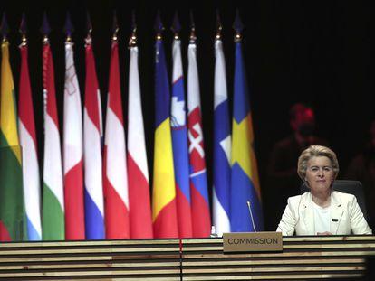 La presidenta de la Comisión Europea Ursula von der Leyen en mayo de 2021, durante la reunión de la UE en Oporto.