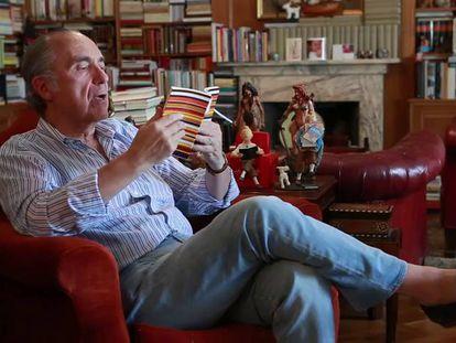 Luis Alberto de Cuenca recita el poema 'La mal casada'.
