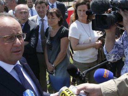 El presidente de Francia, François Hollande, se dirige a los periodistas en Lyon.
