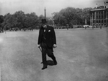 Winston Churchill se dirige al 10 de Downing Street desde el Almirantazgo el 20 de mayo de 1940.