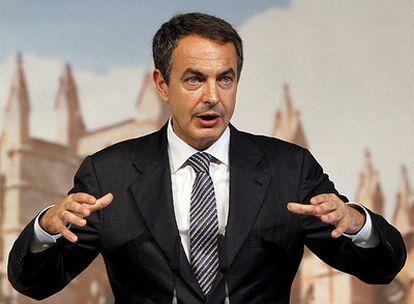 El presidente del Gobierno, José Luis Rodríguez Zapatero, en la rueda de prensa posterior al Consejo de Ministros sobre Turismo.
