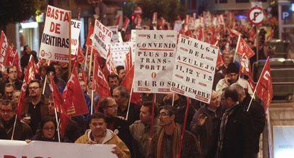 Manifestación de trabajadores del sector cerámico en Castellón.