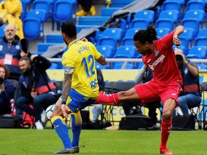 Un instante del partido entre Las Palmas y Getafe al que asistieron 4.624 espectadores en el estadio Gran Canaria.