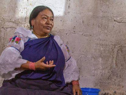 Estelina Quinatoa en su casa de Peguche, Ecuador.