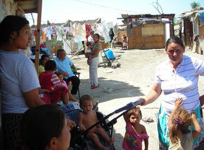De las 1500 personas que viven en el 'Gallinero', la mitad son níños