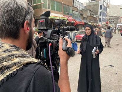 La corresponsal de la CNN haciendo un reportaje desde Kabul el pasado mes de agosto.