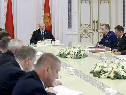 El presidente bielorruso, Aleksandr Lukashenko, durante una reunión del Consejo de Ministros.
