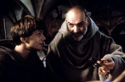 Christian Slater y Sean Connery en una escena de 'El nombre de la rosa' (1986), uno de sus primeros éxitos.