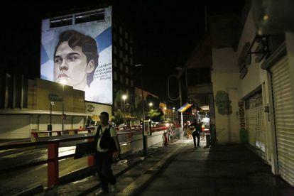Un mural con el retrato de Juan Gabriel en la avenida Juárez elaborado por el artista Arturo Damasco.