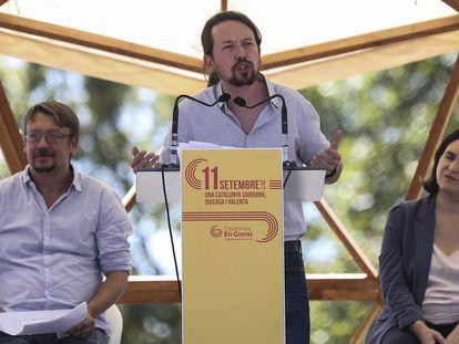 Domènech, Iglesias y Colau, durante la Diada de 2017.