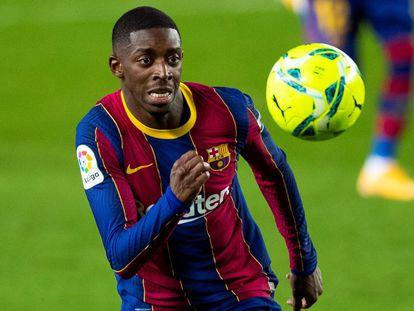Dembéle, en acción durante el partido contra el Eibar en el Camp Nou.