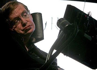 El cosmólogo Stephen Hawking, durante su conferencia ayer en Dublín.