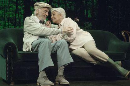 Héctor Alterio y Lola Herrea, en la obra 'En el estanque dorado'.