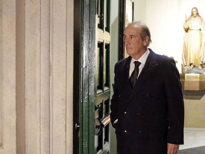 Francis Franco Martínez-Bordiú durante el funeral de su madre, Carmen Franco, en Madrid en enero de 2018. En vídeo, llegada de la familia al Valle de los Caídos.