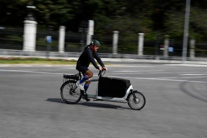 A cyclist in Madrid on a bike with the capacity to transport goods, in May of last year.