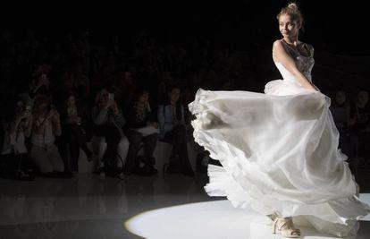 Uno de los modelos de la colección de novia Autentic de Raimon Bundó.