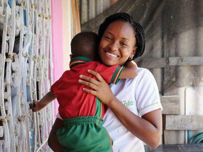 Romper el círculo de pobreza de las madres menores de edad en contextos vulnerables y enseñarlas a ser agentes de transformación social y económica en su propio terreno  esta organización en Cartagena (Colombia) lo está consiguiendo