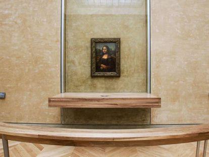 Mona Lisa, de Leonardo da Vinci, en la sala de los Estados, su ubicación habitual.