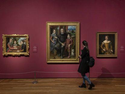 Varios cuadros de Sofonisba Anguissola en una de las salas de la exposición en el Museo del Prado.