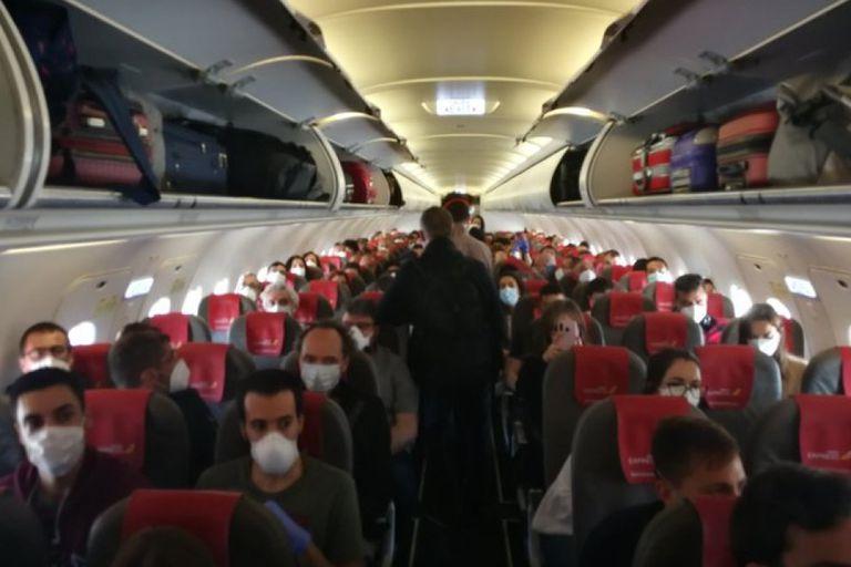 Pasajeros del vuelo de Iberia Express entre Madrid y Gran Canaria, el pasado 10 de mayo.