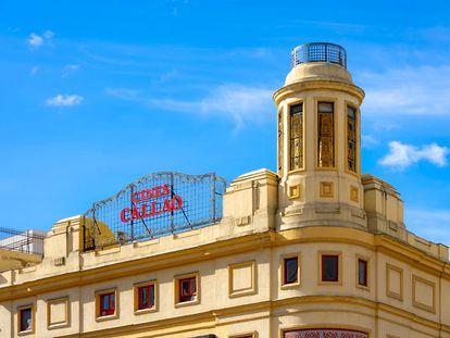 La torre-esquina de los cines Callao, primera obra de Luis Gutiérrez Soto en la ciudad.