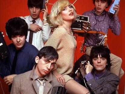 Debbie Harry, con la formación de Blondie.