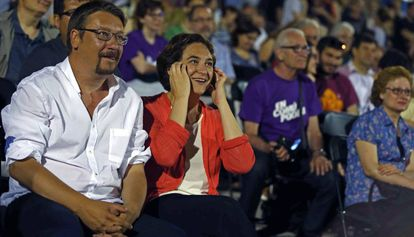 Xavier Domènech y Ada Colau, en un mitin en la campaña electoral del 26-J.