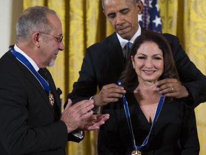 Obama entrega la Medalla de la Libertad a Emilio y Gloria Estefan
