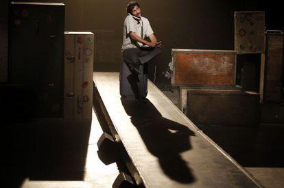 Juan Diego Botto durante un ensayo de 'Un trozo invisible de este mundo'.