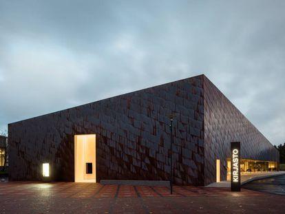 Exterior de Fyyri, la nueva biblioteca de Kirkkonummi, en Finlandia.