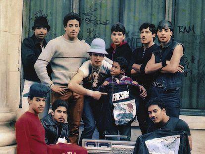 TML Breakers, colectivo pionero de B-Boys, posando en 1983.