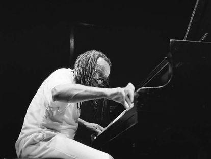 Cecil Taylor, durante una actuación en Ámsterdam en 1988.