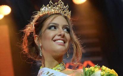 Oksana Voevodina tras ganar el certamen de belleza Miss Moscú en 2015.