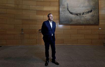 El consejero de Políticas Sociales de la Comunidad de Madrid, Alberto Reyero, en octubre en uno de los pasillos de la Asamblea madrileña.