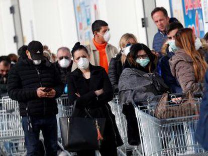 Seis de las muertes se han producido en la región de Lombardía. Los contagiados ascienden a 229