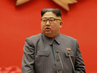 FOTO: El líder norcoreano, Kim Jong-un VÍDEO: El presentador de la cadena de televisión coreana KRT lee el comunicado del Gobierno.